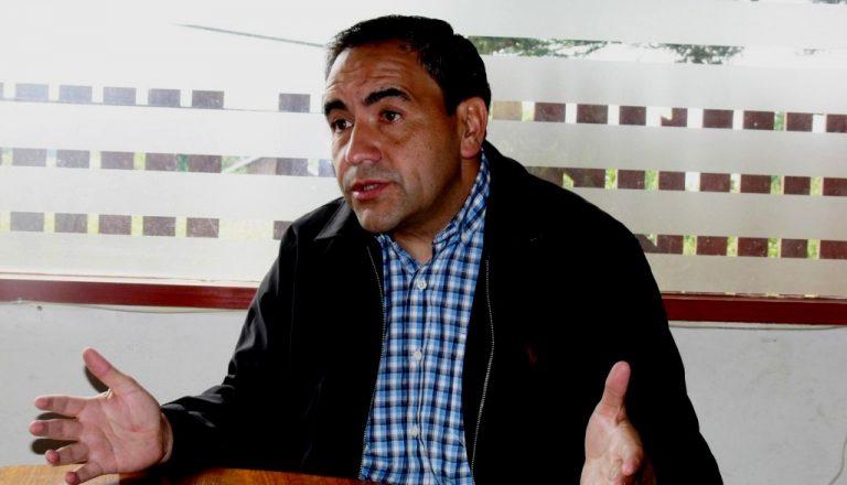 """Espinoza (PS) al ministro Céspedes: """"Sabe usted que uno de los dirigentes firmantes de su acuerdo en Chiloé es propietario de 10 lanchas y tiene 9 vehículos (uno avaluado en más de $40 millones)"""""""