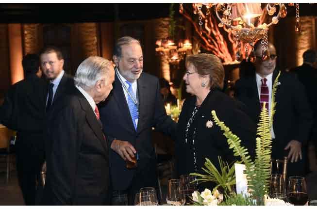 Anoche: La Presidenta Bachelet junto al empresario mexicano Carlos Slim.