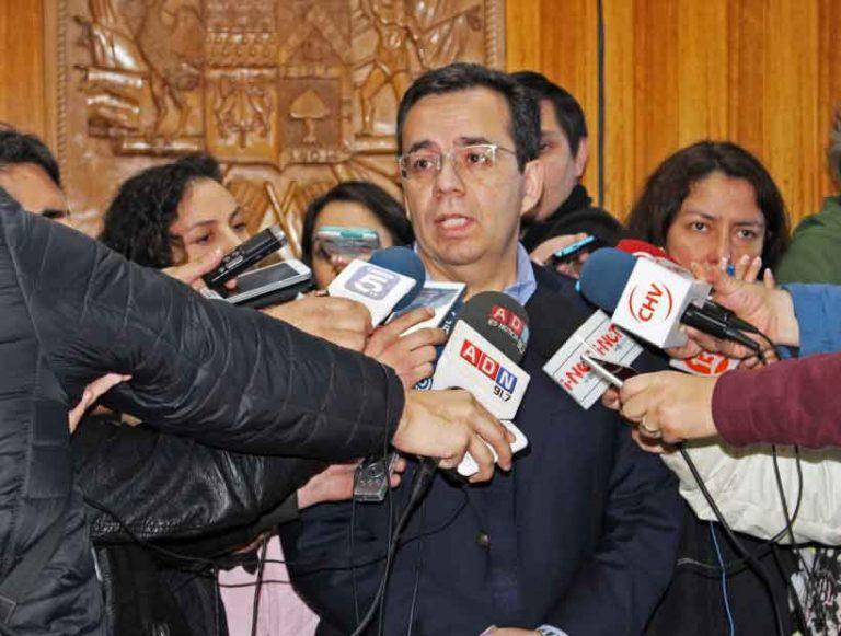 ACTUALIZADO: Ministro Céspedes regresa a Puerto Montt y repone bono de $300 mil