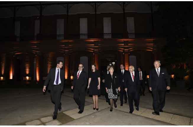 Anoche: Presidenta Bachelet al ingreso al Museo Militar donde se realizó la cena del encuentro de familias empresarias.
