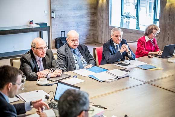 En París, Canciller se reúne con abogados para afinar Cotramemoria a demanda de Bolivia