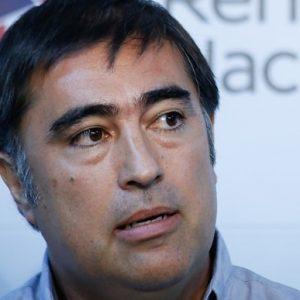 Mario Desbordes, diputado y presidente de RN cuestionando al Presidente de la República por criticar a carabineros y a la FACH