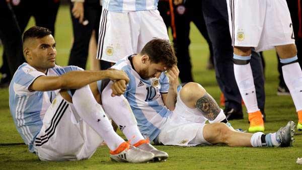 """Prensa argentina cuenta  """"Las razones de la renuncia de Messi y el temido efecto dominó"""""""