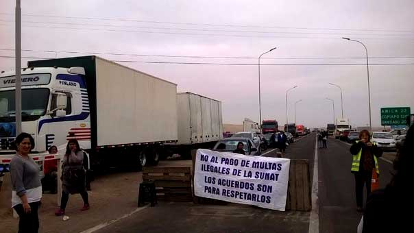 Arica-Tacna: Camioneros bloquean vía fronteriza por multas de Aduanas de Perú