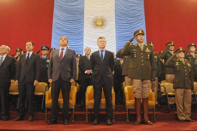 Mauricio Macri restituye autonomía a FF.AA. y abre polémica