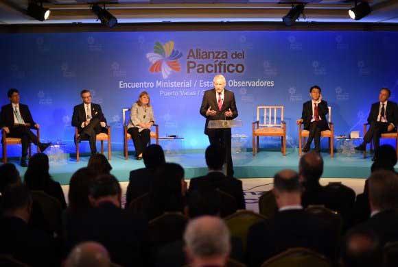"""Chile reconoce """"gesto político"""" del Presidente argentino de asistir a cumbre de Alianza del Pacífico"""