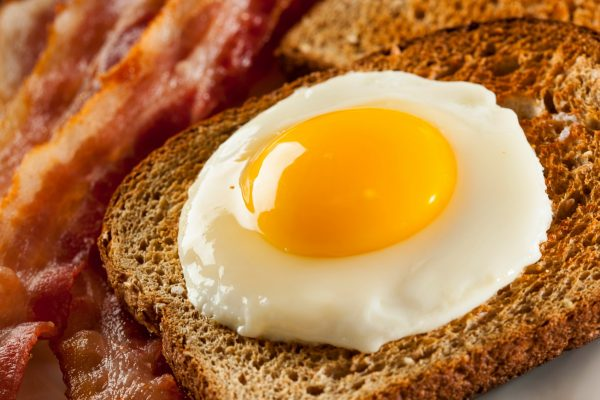 conseguiras_unos_huevos_fritos_perfectos_si_sigues_estos_secretos_al_cocinar2
