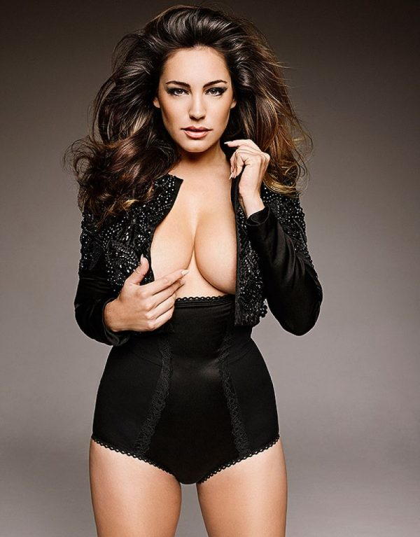 kelly-brook-official-calendar-2015-preview_4