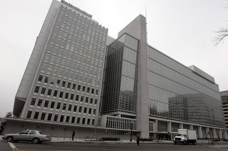 Banco Mundial eleva sus previsiones sobre el precio del petróleo y rebaja los productos básicos