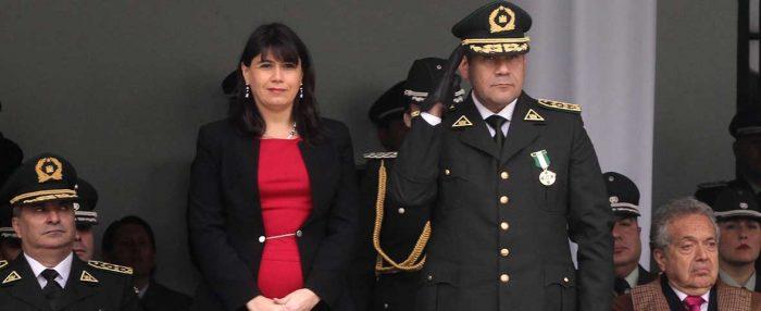 Otros tiempos: La ministra Blanco y el Director de Gendarmería luciendo dorados galones.