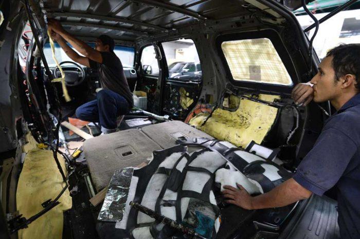 Instalación de blindaje interior para un vehículo.