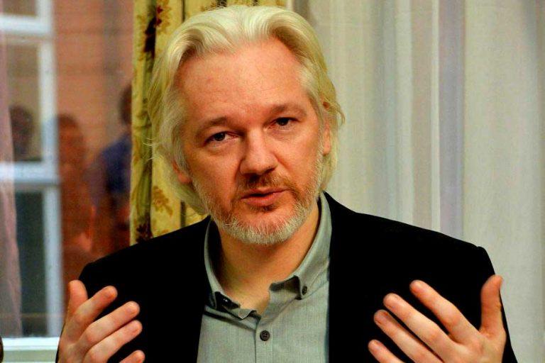 Colegio de Periodistas de Chile anuncia gestiones en apoyo de liberación de Julian Assange