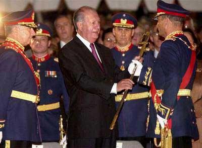 El 19 de diciembre de 2001 el Presidente Ricardo Lagos nombró a Juan Emilio Cheyre, Comandante en Jefe del Ejército. Habría sido advertido sobre los problemas con DDHH del flamante jefe militar.