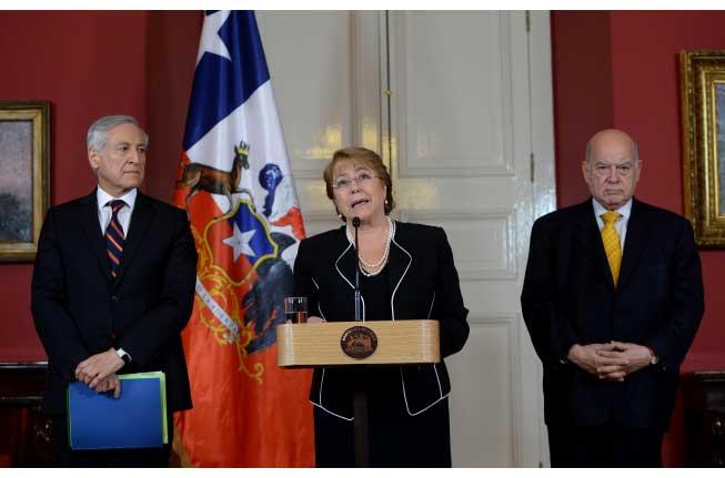 """(AUDIO) Bachelet al recibir Contramemoria por demanda de Bolivia: """"No existe ninguna obligación de negociar"""""""