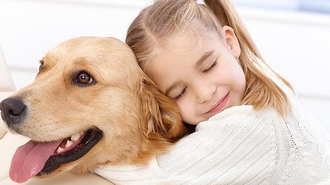 Día del Niño: Por qué adoptar un cachorro es un excelente regalo para los más pequeños de la casa