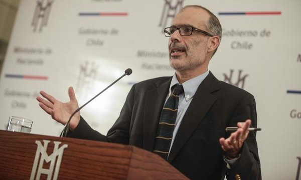 Ministro Valdés: Costo fiscal de iniciativa que mejora las pensiones llega a US$ 1.500 millones