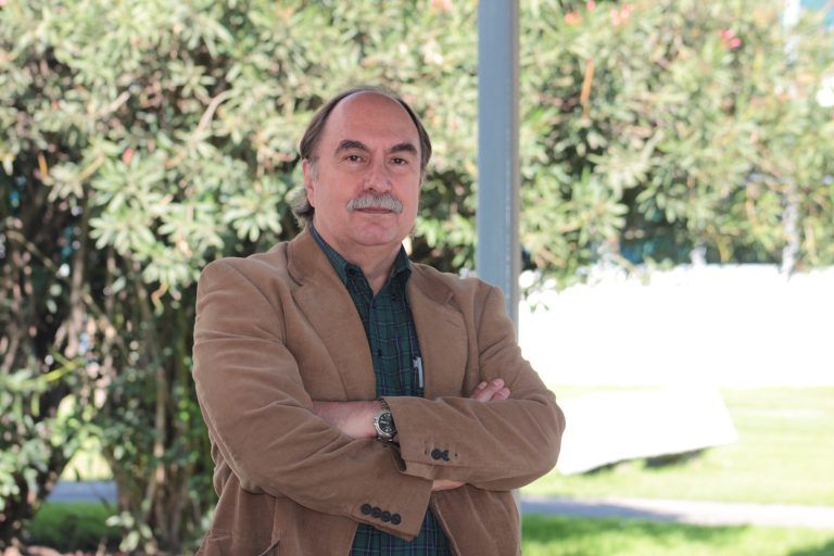 Destacado académico de la U. de Santiago Dr. Julio Pinto recibe Premio Nacional de Historia