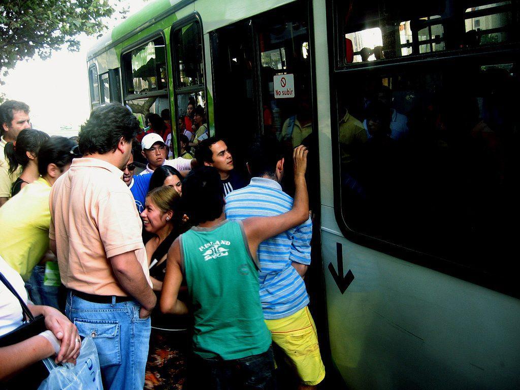 Mala cosa: Desde este lunes SUBEN el Transantiago y el Metro en $20