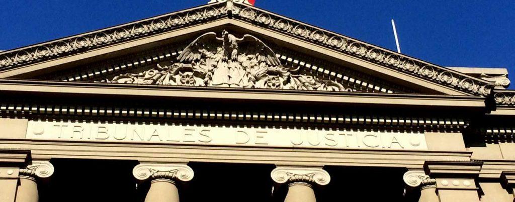 Carlos Peña analiza la pugna entre el Senado, la Corte, el Tribunal Constitucional y advierte:  Supremo Activismo Judicial
