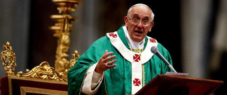 """El Papa Francisco contra ricos y poderosos: """"Un grupito no puede controlar los recursos de medio mundo"""""""
