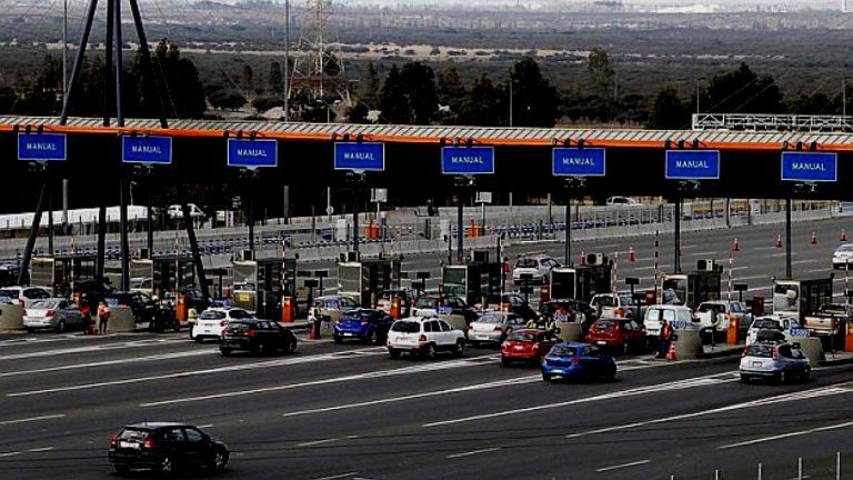 "Nada es gratis: Gobierno indemnizará a autopistas por ""peaje a luca"""