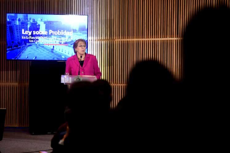 Bachelet da el vamos a Ley sobre probidad en la función pública
