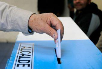 """No pasan la """"Prueba de la Blancura"""": Expertos piden a partidos políticos inhabilitar a candidatos con antecedentes judiciales"""