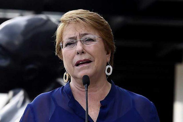 """Bachelet lapida a las AFP calificando el sistema de pensiones como """"sencillamente inviable"""""""