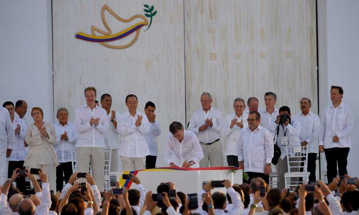 Lunes 26 de septiembre se firma la Paz en e Colombia teniendo como testigos a la mayoría de los Presidentes latinoamericanos y representantes europeos y el Secretario General de la ONU.