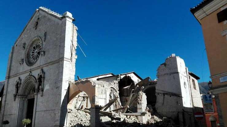Terremoto de 6,5 con epicentro en Norcia destruye centro de Italia
