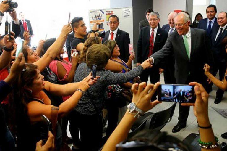 PPK se reúne con comunidad peruana en consulado