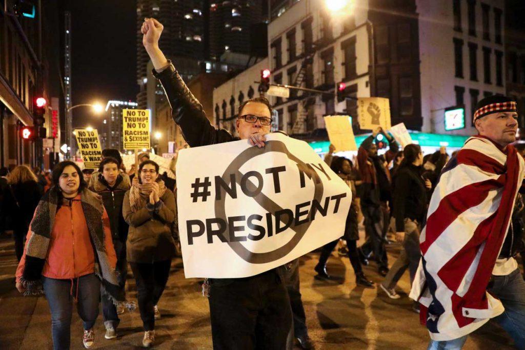 Elección de Trump provoca multitudinarias protestas a lo largo de EEUU