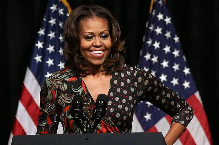 "Alcaldesa de Virginia occidental apoya comentario racista contra Michelle Obama donde se le trata de ""Un chimpancé en tacones"""