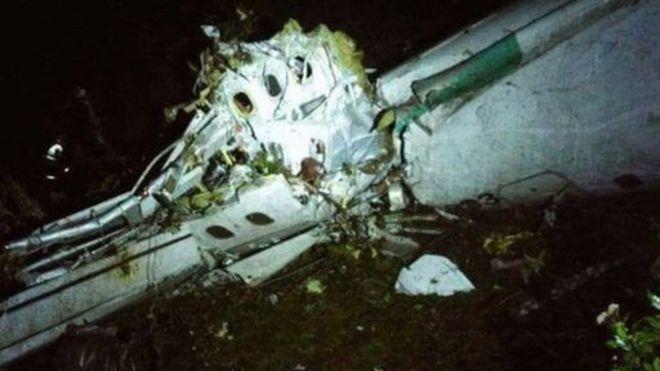 Avión del Chapecoense se estrella en Colombia: 76 muertos y 5 sobrevivientes