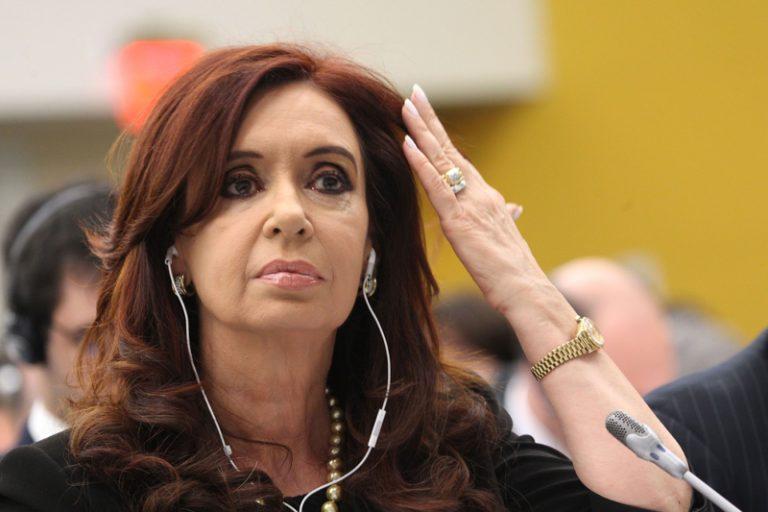 Justicia procesa a Cristina Kirchner y a sus hijos por presunto lavado de activos en caso de propiedad hotelera