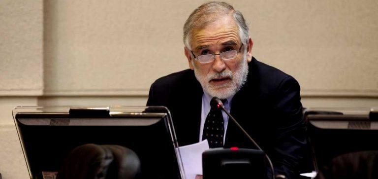 Terremoto en el PS: Carlos Montes renuncia a ser jefe de senadores y critica duramente al Gobierno