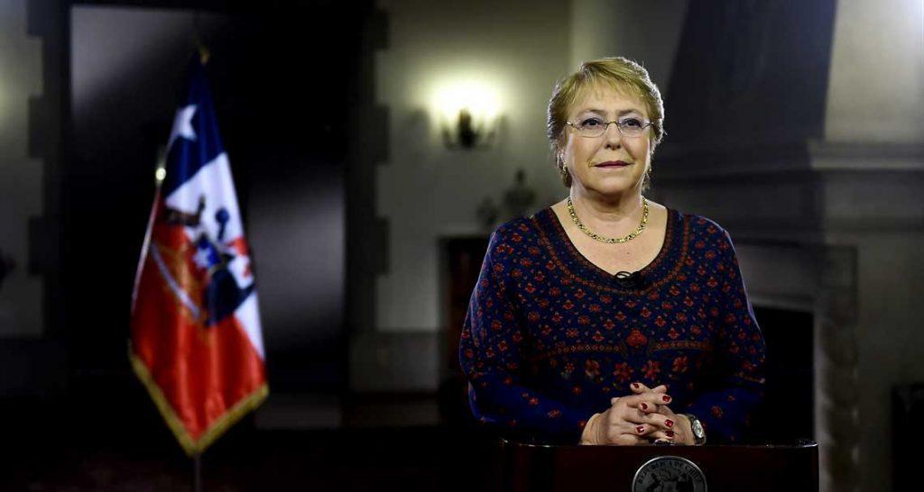 """Desde Cerro Castillo Presidenta envía mensaje de Año Nuevo: """"Somos un país con coraje, de gente trabajadora, que no espera que las cosas buenas caigan del cielo"""""""