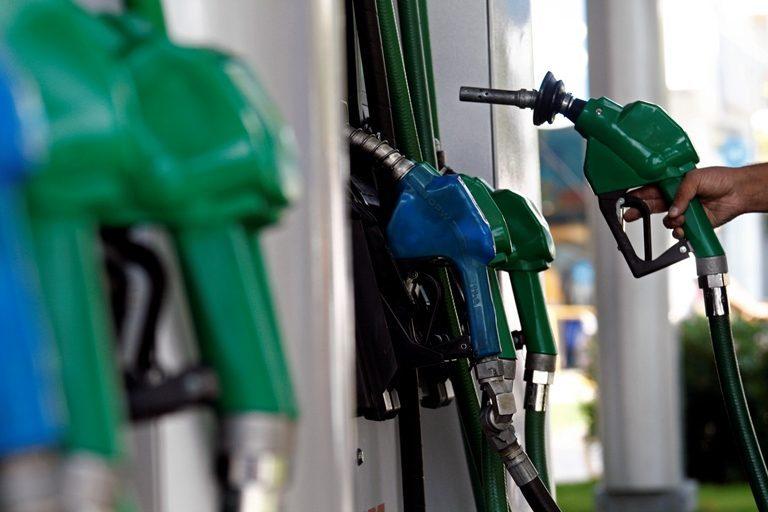 Apretarse el cinturón: Econsult prevé cuarta alza consecutiva de las bencinas