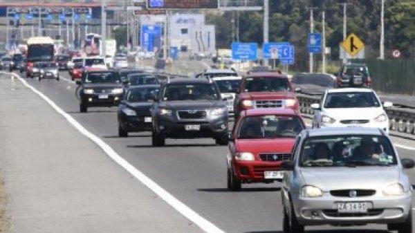 Cerca de 100 mil vehículos regresan a Santiago después de las fiestas de fin de año