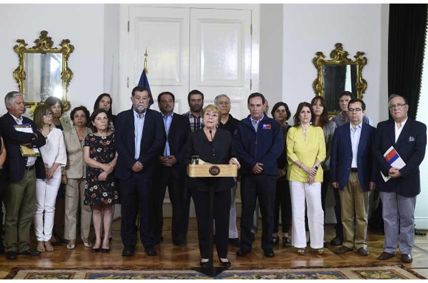 """Presidenta Bachelet tras Consejo de Gabinete: """"Estamos dando una batalla contra el fuego sin pausa y también sin precedentes"""