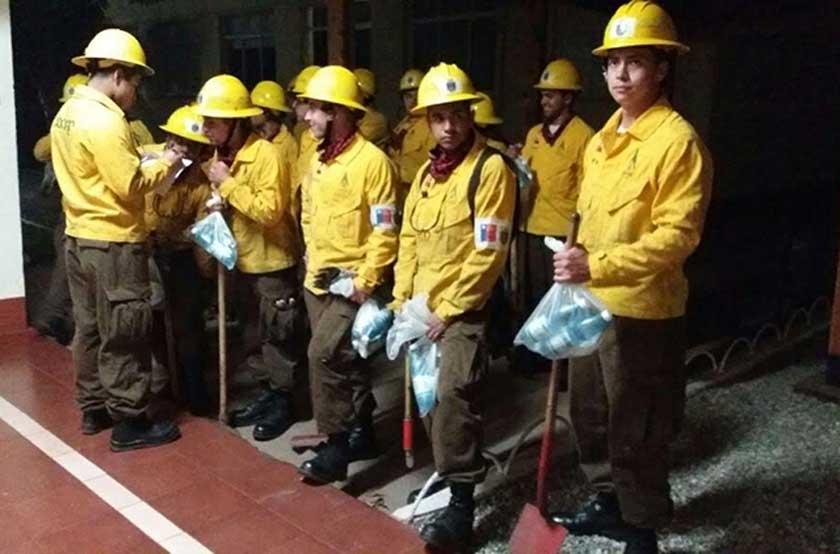 Incendio Valparaíso: Armada trabaja con brigadas forestales y avión de reconocimiento