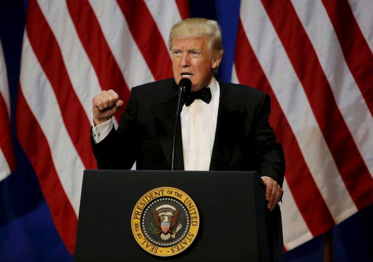 Trump confirma construcción de muro fronterizo con México