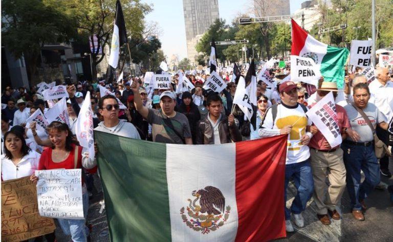México: Crece enojo ciudadano por alza de gasolina