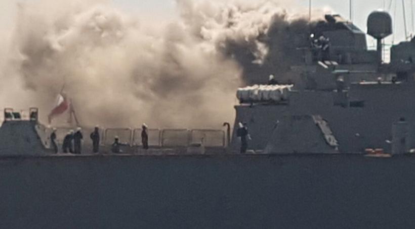 Controlan incendio en buque de la Armada que estaba en reparaciones en dique de Asmar en Talcahuano