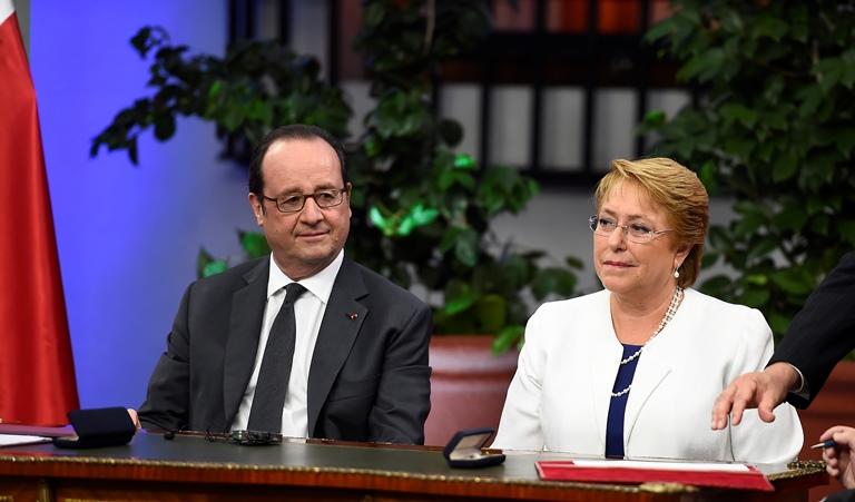 """Hollande resalta el valor de Bachelet para impulsar reformas que """"hay que hacerlas"""""""