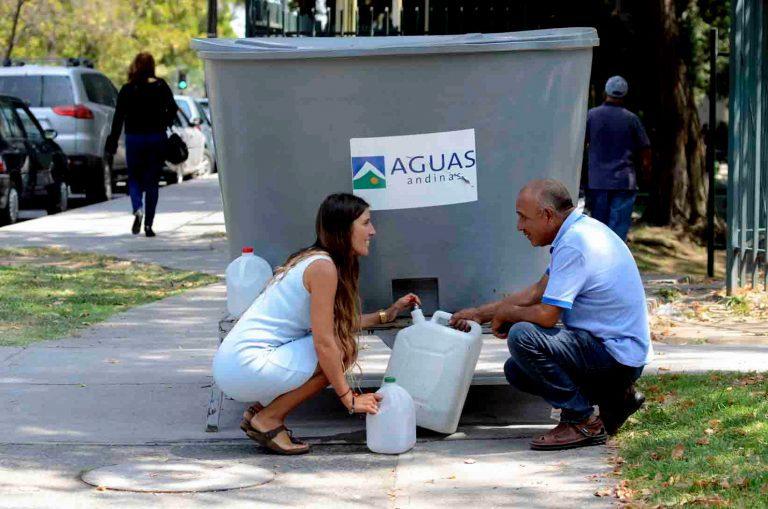 Justicia ordena a Aguas Andinas pagar a clientes por corte de agua en 2016