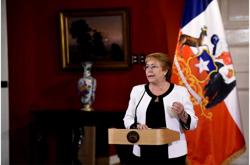"""Bachelet: """"Hasta ahora, no hay zonas habitacionales que estén amenazadas por el fuego"""""""