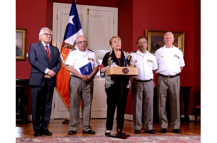 """Bachelet: """"Destinaremos 4 mil millones adicionales para equipamiento y reconstrucción de cuarteles de Bomberos"""""""
