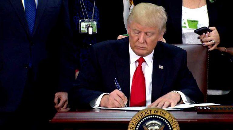 El estilo Trump: Ordena acelerar deportaciones de indocumentados