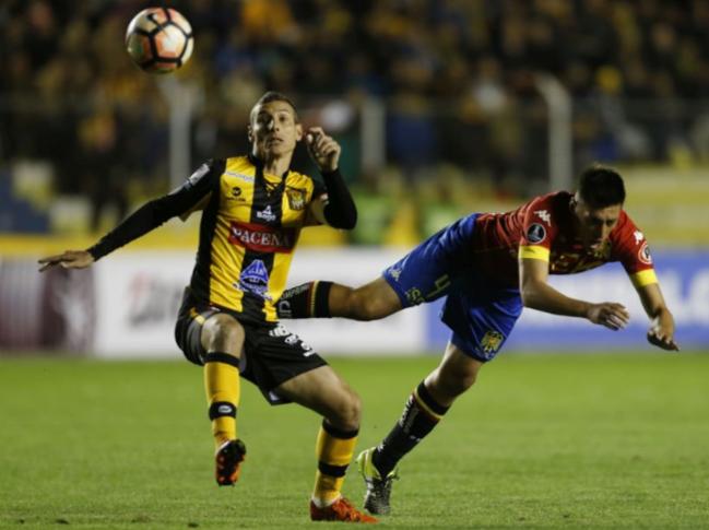 Unión Española queda eliminada de la Copa Libertadores al sufrir humillante derrota 5-0 en La Paz